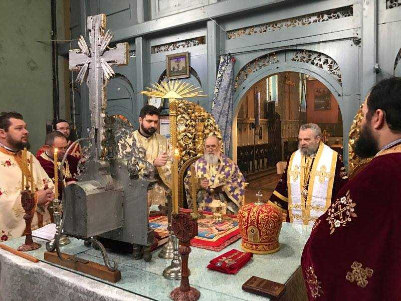 Concelebration of Divine Liturgy in Arad. Serbian and Romanian faithful prayed to Saint Sava of Serbia