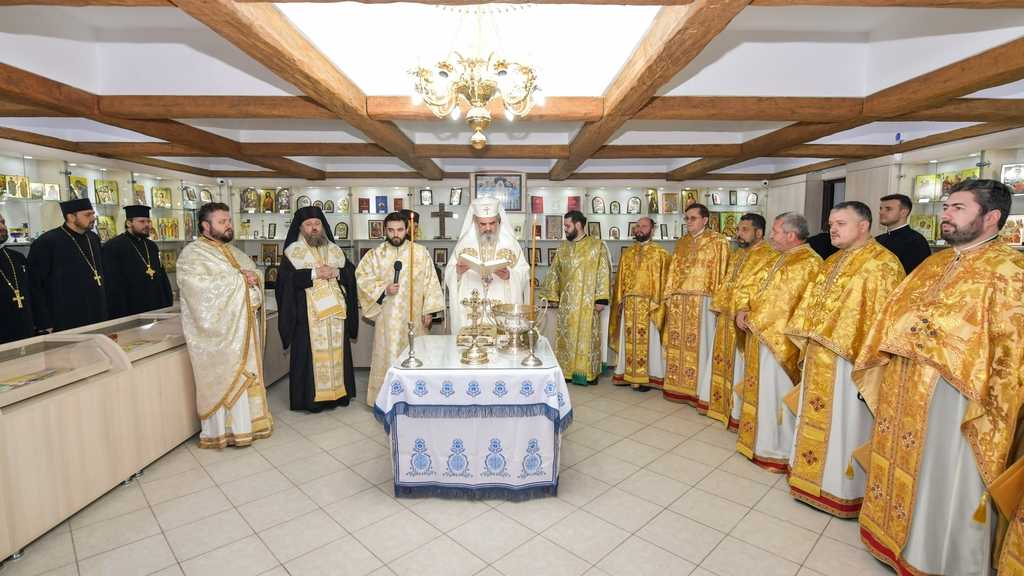 New Religious Store opens in Bucharest. Patriarch of Romania officiates blessing service