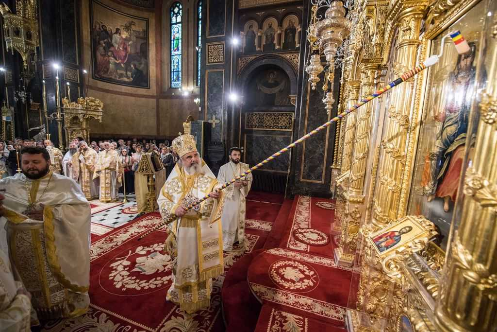 Patriarch Daniel blesses iconostasis of Lady Balasa Church